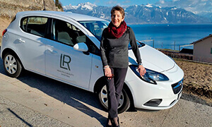 Christiane reçoit sa voiture corsa offerte par LR Health and Beauty